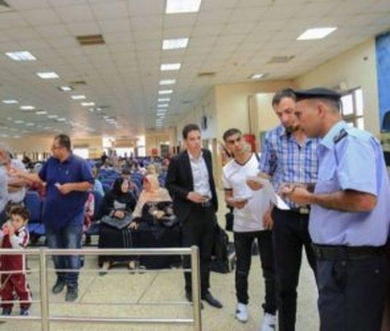 الاحتلال يمنع 12 مواطناً من السفر عبر معبر الكرامة