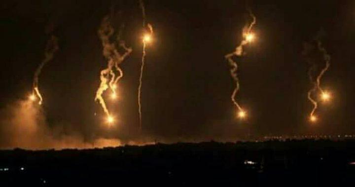 الاحتلال يُطلق قنابل إنارة شمال قطاع غزة وجنوبه(فيديو،صور)