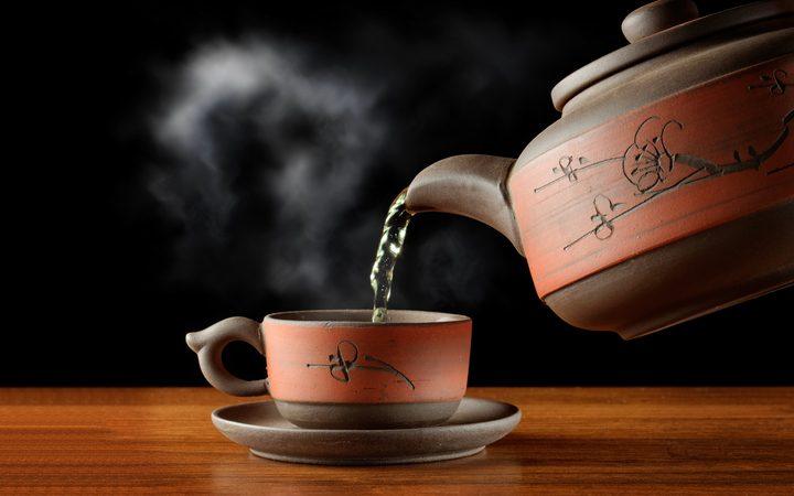 ما علاقة الشاي الساخن بسلامة العيون