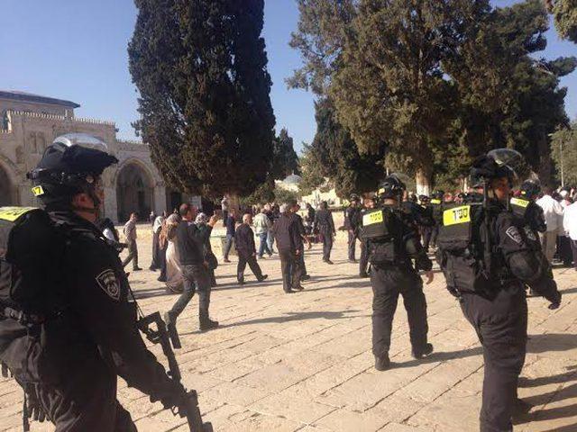 الاحتلال يعتقل مقدسياً من باحات الأقصى