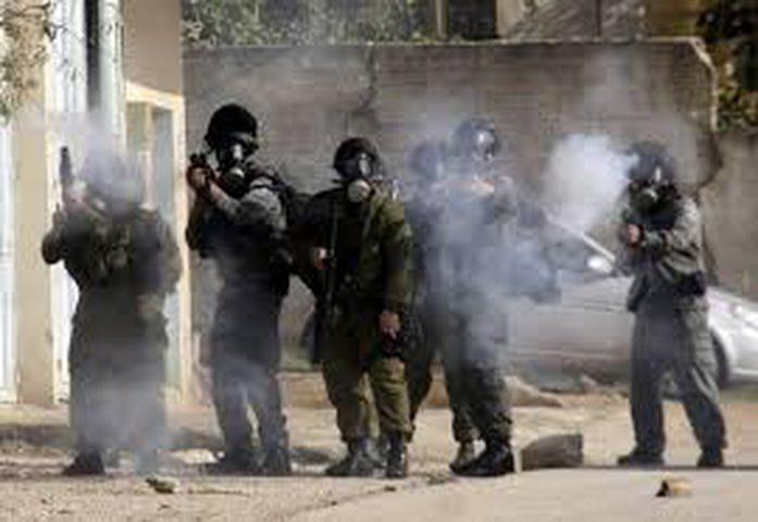 إصابة عشرات الطلاب بالاختناق بدير نظام واندلاع مواجهات قرب عطارة