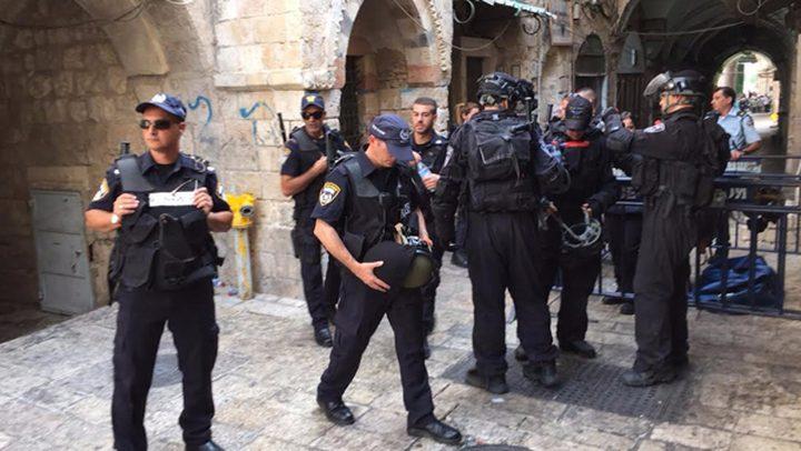 الاحتلال يعتقل مدير وموظف لجنة الإعمار في المسجد الأقصى