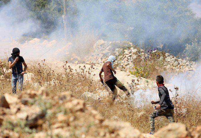 7 اصابات بالمطاط في مواجهات مع الاحتلال على حاجز حوارة