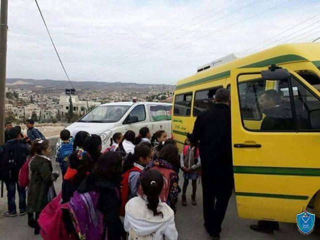 الشرطة تضبط حافلة نقل طلاب حمولتها 19 راكبًا وبداخلها 60 طالبًا في الخليل