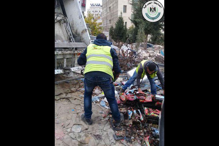 اتلاف 270 كغم تمور غير صالحة للاستهلاك في رام الله