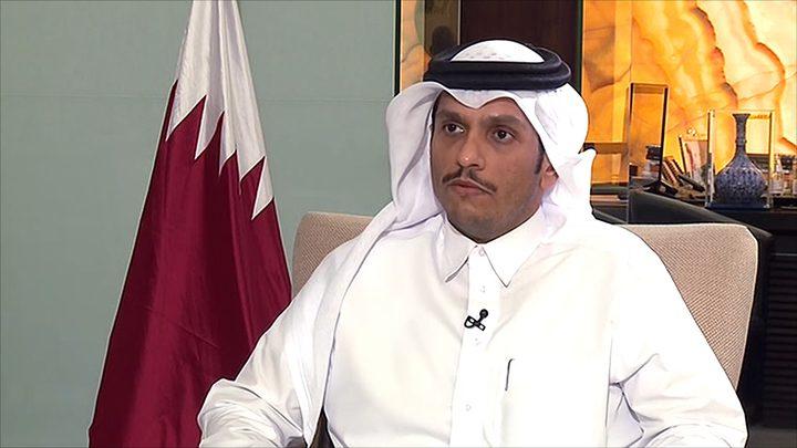 السفير غنام يطلع وزير الخارجية القطري على آخر المستجدات