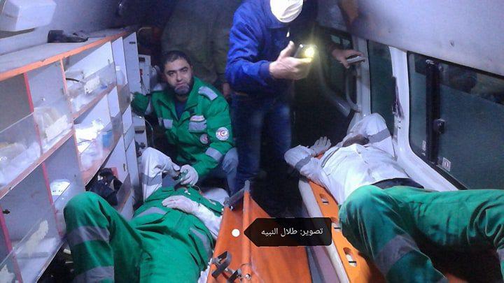 اصابة 4 مسعفين بالاختناق الشديد شرق غزة والصحة تُحذّر من استهداف الطواقم الطبية