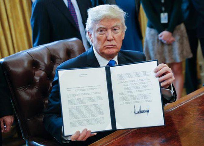 قرار ترامب يترنح... وسط رفض عالمي