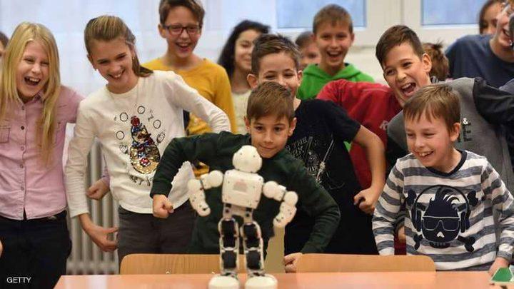 """الروبوت """"روبي"""" يساعد الأطفال والمسنين والصحفيين"""
