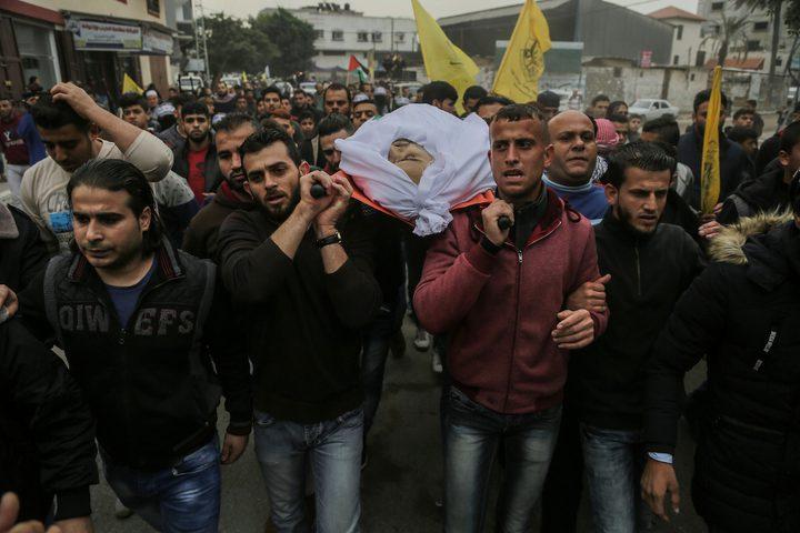 بالصور: الآلاف يشيعون جثمان الشهيد محيسن