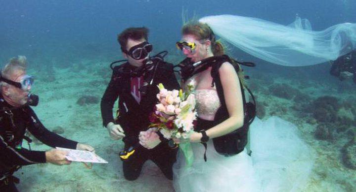 بالصور: رقيب في الجيش يتزوّج من مدرّبة غوص تحت الماء!