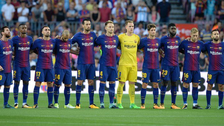"""لاعب برشلونة الإسباني """"فيدال"""" ينفي مصرعه في حادث مرور"""