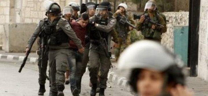 الاحتلال يعتقل أبا واثنين من أبنائه في بلدة حارس ويفرج عن آخرين