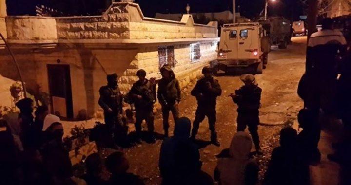 قوات الاحتلال تُجدّد اقتحامها لمخيم العروب شمال الخليل