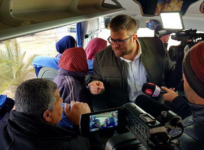قراقع يدين اعتراض عصابة إسرائيلية اعتراض حافلات عائلات أسرى غزة