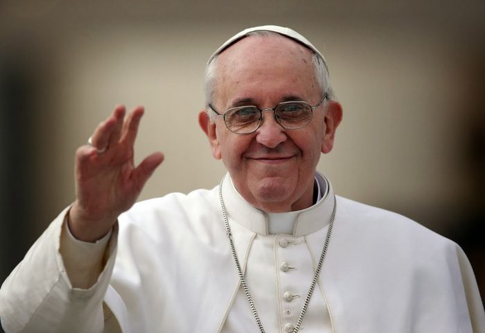 البابا فرنسيس يدعو للسلام في القدس وحوار يتيح التعايش بين دولتين
