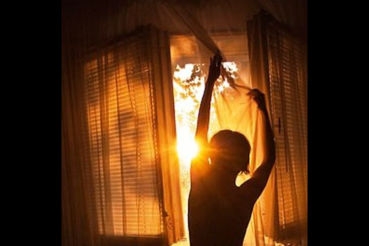 النور موجود فقط افتحوا نوافذكم