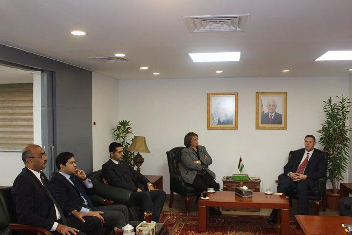 سفير فلسطين بالقاهرة يستقبل وفدًا برلمانيا مصريا للتضامن مع عروبة القدس