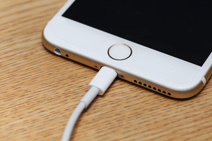 طرق لتحسين وإطالة عمر بطارية الأيفون