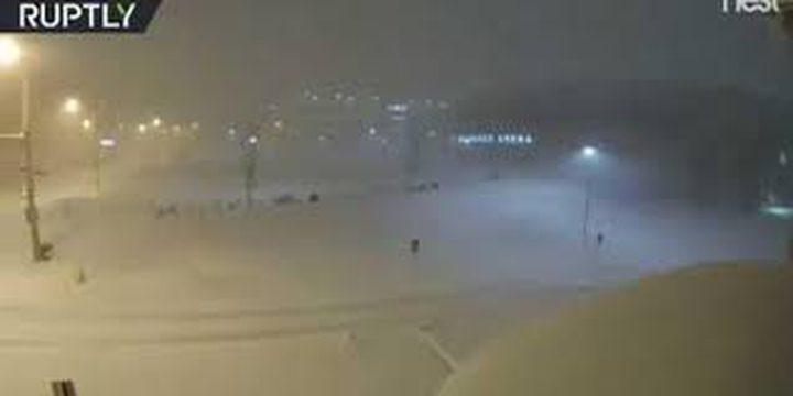 بالفيديو: مدينة أمريكية تختفي تحت الثلوج في 60 ثانية