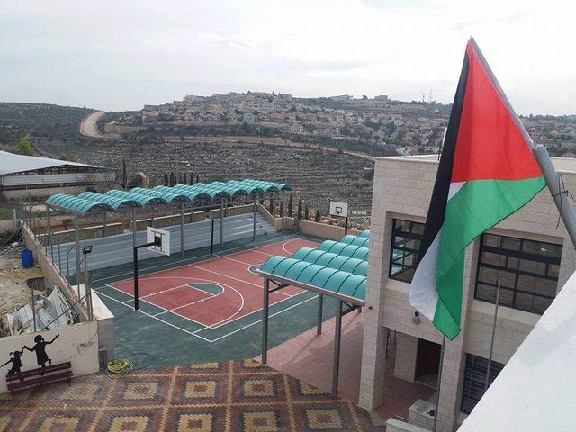 التربية تتسلم مدرستين في ضواحي القدس ويطا