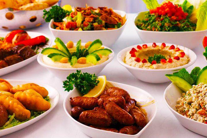 """في مطاعمنا ندخل لشراء """"سندويشة"""" فنخرج منها آكلين دجاجة  ... لكن أين انخدعنا؟"""
