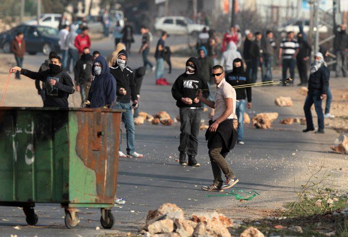 إصابة مواطنين بينهم القيادية ماجدة المصري خلال قمع الاحتلال لمسيرة سلمية
