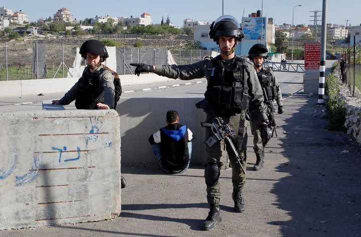 الاحتلال يعتقل شابا شرق طوباس