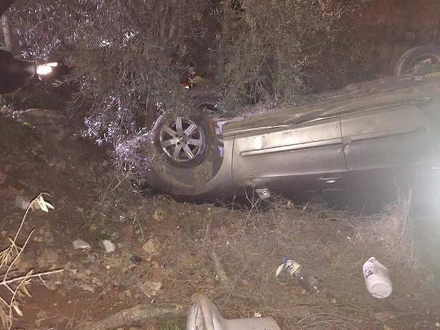 بالصور: إصابة شاب وانقلاب مركبتين إثر انزلاق معدات تعبيد الشوارع في نابلس