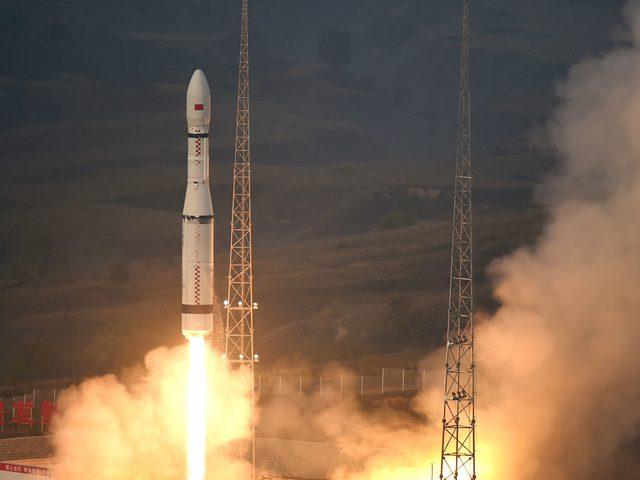 آخر أقمار الصين الاصطناعية ينطلق إلى الفضاء