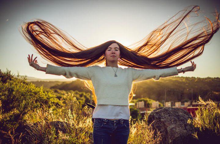 """أرجنتينية تدخل موسوعة """"غينيس"""" بأطول شعر مراهقة بالعالم"""