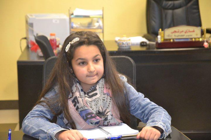 الطفلة لجين حامد تتبوأ اصغر مدير مركز اعلام
