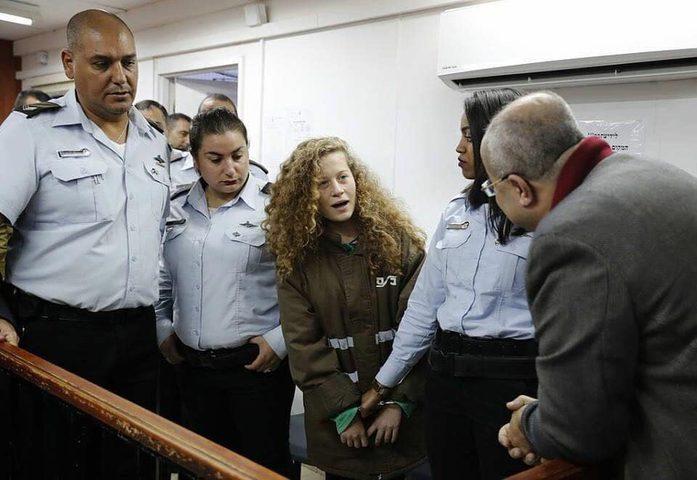 تمديد اعتقال الأسيرة عهد التميمي ووالدتها (فيديو-صور)