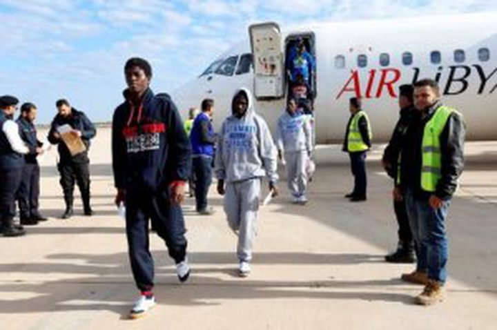 ليبيا تعيد 142 مهاجرا إلى غينيا