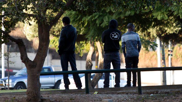 في إطار العنصرية الإسرائيلية... تهديد اللاجئين الأفارقة بالمغادرة أو السجن