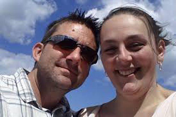 لأصحاب القلوب القوية... نشر صور زوجته المتوفاة بالسرطان