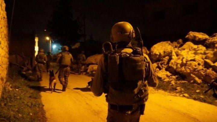 حملة اعتقالات تطال 14 مواطنا ومواجهات في الضفة