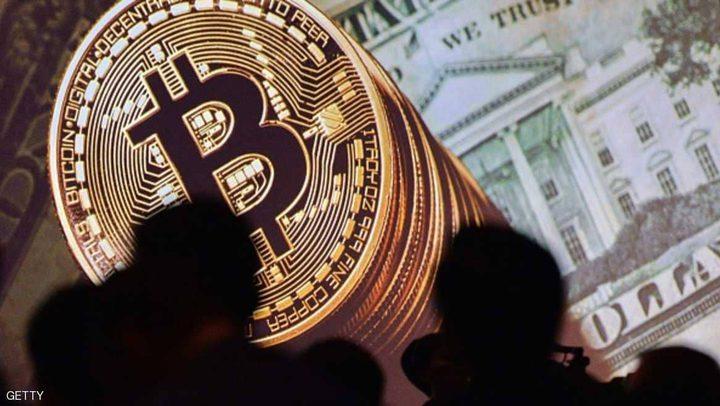 الدولار بأدنى مستوى في شهر وبيتكوين تواصل الهبوط