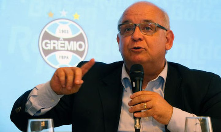 رئيس جريميو يهاجم برشلونة