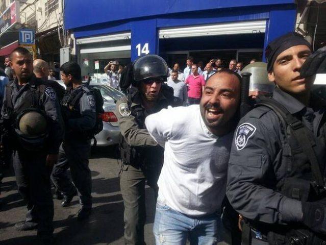 اصابات واعتقالات خلال قمع قوات الاحتلال لوقفة تضامنيةبالقدس المحتلة