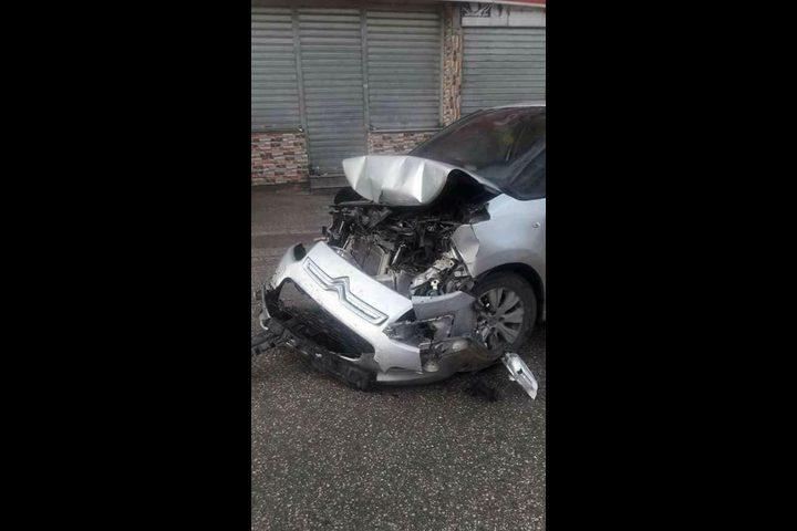 حادث سير في نابلس بسبب انزلاق مركبة