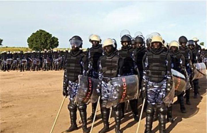 الشرطة تفرق المئات من الطلاب تظاهروا بالخرطوم رفضًا لغلاء الأسعار