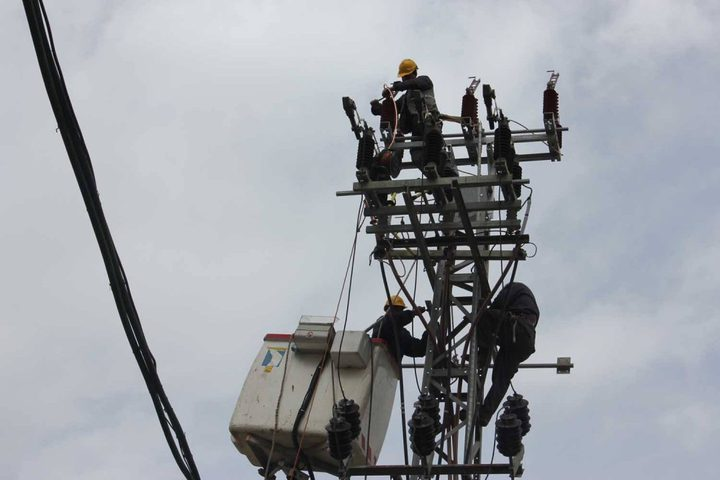 شركة الكهرباء: الجانب الإسرائيلي بدأ بإعادة كمية الكهرباء لغزة