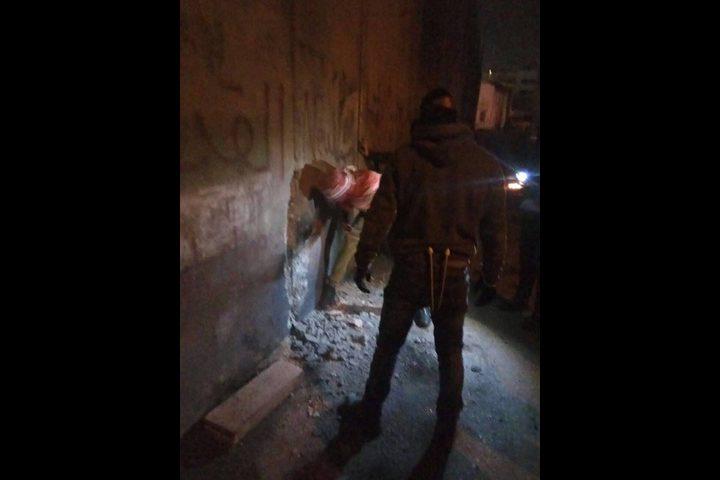 شبان ينجحون باحداث ثغرة بالجدار شرق القدس