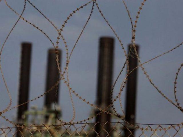 الاحتلال: اعادة الكهرباء لغزة كي لا تفيض المياه العادمة علينا