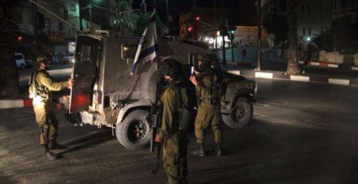 بالصور: الإحتلال يعتقل فلسطينية بزعم أنها تحمل سكينًا فى الخليل