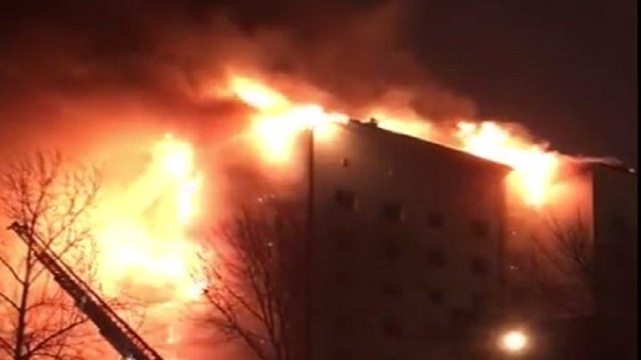 إجلاء 130 شخصًا من بناية التهمتها النيران في روسيا