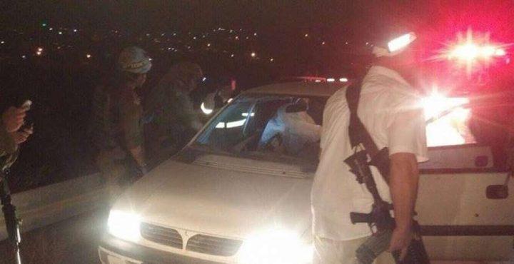 مستوطنونيشعلون الاطارات ويعتدون على مركبات المواطنين جنوب نابلس