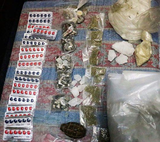 القبض على 3 أشخاص بتهمة حيازة مواد مخدرة