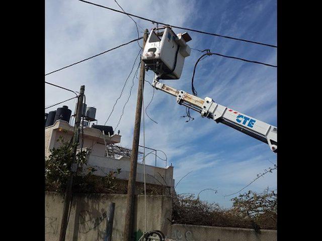 محافظ الخليل يبحث مشكلة الكهرباء في المحافظة